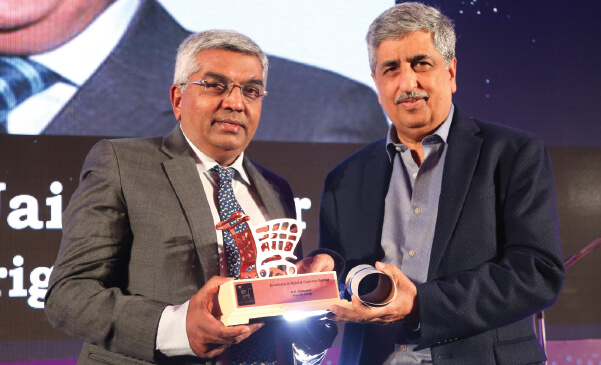 Mr. M R Jaishankar felicitated at the IMAGES South India Retail Awards 2017