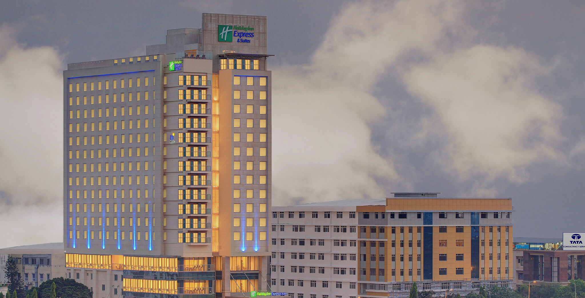 Holiday Inn Express & Suites gallery image