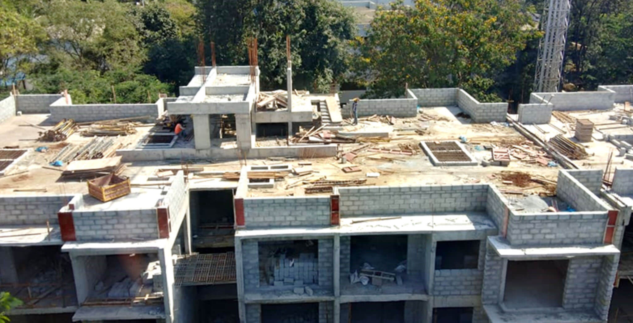 Aug 2020 - F Block: Above terrace floor—LMR column reinforcement work-in-progress; 4th floor block work and 1st floor internal plastering works completed.