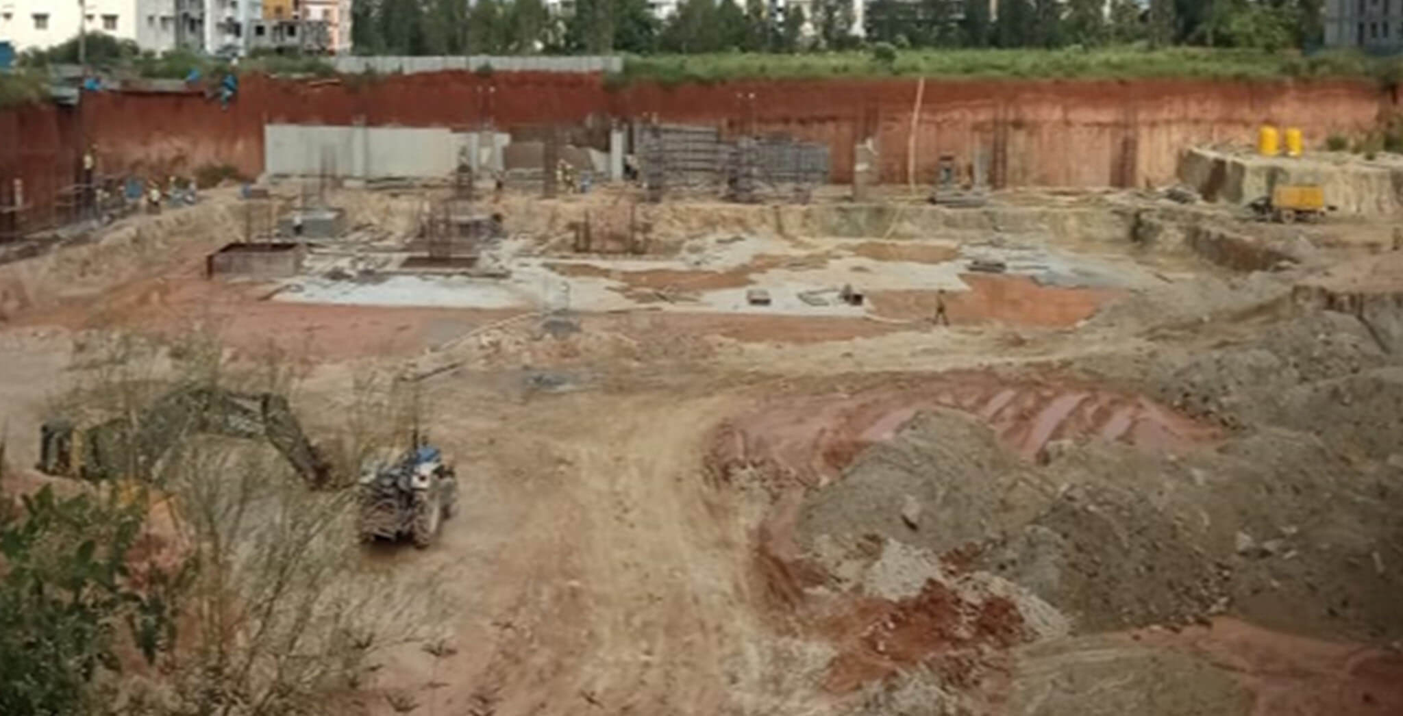 Sep 2020 - Arcadia: Total Estimated Qty–85,000 Cum, Excavated Qty–55,000 Cum; Retaining wall raft–108/375 Rmt & Retaining wall–50/375 Rmt completed; Footing Progress 15/103 Nos completed & 7/117 Nos column completed; Tower area footing PCC of 1600/2725 Sqm completed